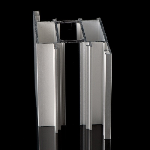 Aluminium extrusion with thermal break